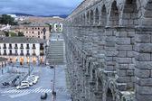 Vista della piazza principale e l'acquedotto romano di Segovia Spagna — Foto Stock