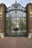Entrance to the Harvard University campus in Cambridge, MA, USA. — Stock Photo