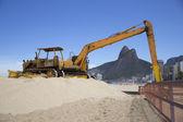 Machine working in Ipanema Beach rio de Janeriro — Stock Photo