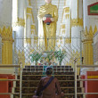 YANGON, MYANMAR - JAN 6 : Undefined Buddhist pray with buddha st — Stock Photo #59943983