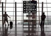 Pechino - set 15: Undefined passeggeri sono in piedi in aeroporto internazionale di Pechino il 15 settembre 2010. Beijing International è uno dei più grandi hub in asia, Cina — Foto Stock