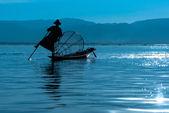 Fisherman of Inle Lake in action when fishing, Myanmar — Stock Photo