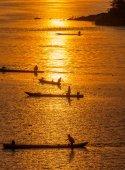 Many Fisherman paddling rowboat to fishing when sunset, Silhouet — Stock Photo