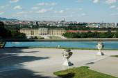 Beautiful view of  the Schonbrunn Palace in Vienna — Stock Photo