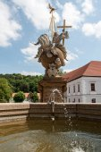Fountain and sculpture — Stock Photo