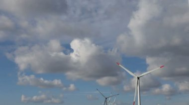 Energy wind turbines and sky with clouds — Stock Video