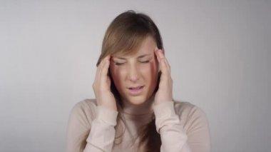 Female having a headache — Stock Video
