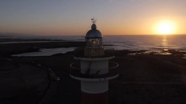 маяк на закате — Стоковое видео