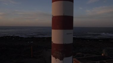 Flying up the lighthouse — Stock Video