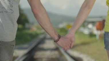 Couple traveling hand in hand — Stock Video