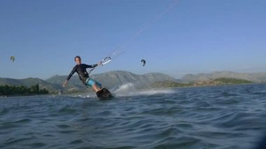 Kiteboarder riding toeside — Stock Video