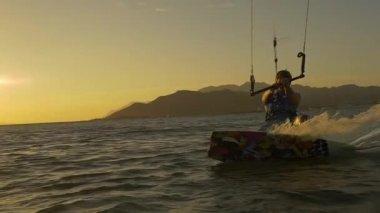 Kiteboarder splashing water — Stock Video