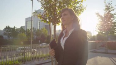 Business woman walking outdoors — Stock Video