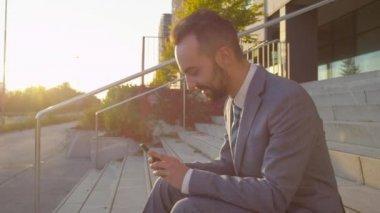 Businessman browsing the internet — Stock Video