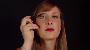 Woman applying mascara — Stock Video
