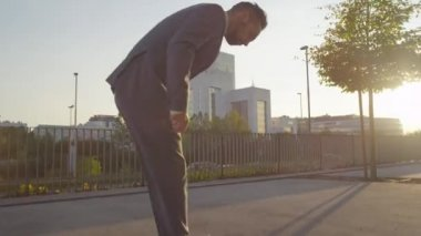 Businessman ripping his pants — Stock Video