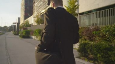 Businessman going to work — Stock Video