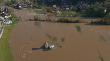 River flooded the country — Stockvideo