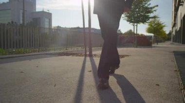 Man wearing a suit walking — Stock Video
