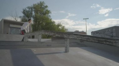 Skateboarder boardslide on a rail — Video Stock