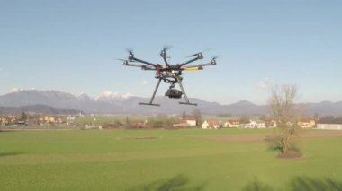 Big octocopter flying and filming — Stock Video
