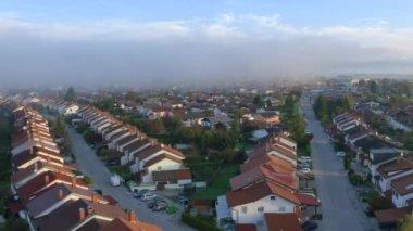 Foggy morning in idyllic suburban town — Stock Video