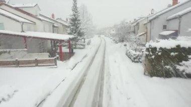 Winter suburbia in snow blizzard — Stock Video