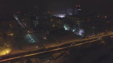 Busy snowy city on winter night — Vídeo stock