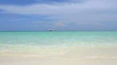 Big ocean villa on horizon — Stock Video