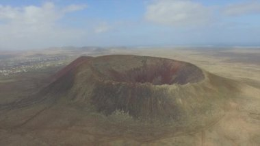 AERIAL: Majestic extinct volcano in the middle of volcanic island — Stock Video