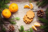 Gingerbread Cookie with mandarins on Christmas background — Stock Photo