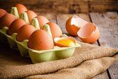 Frischen landwirtschaftlichen Eier im Paket — Stockfoto