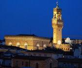 Iglesia de orsanmichele un palazzo vecchio en la noche, florencia, italia — Foto de Stock