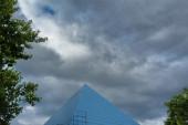 Piramide van theater - Goja Music Hall in Praag, Tsjechië — Stockfoto