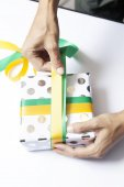 Hands wrapping present on table — Stock Photo