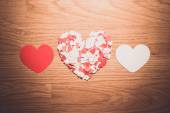 Many red and white heart on a wooden background — Foto de Stock