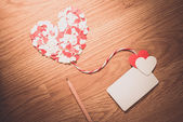 Valentine's paper heart with a blank business card — Stockfoto