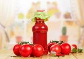 Tomato juice and tomatoes — Stock Photo