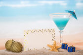 Cocktail with umbrella and starfish — Stock Photo