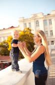 男の赤ちゃんと母親 — ストック写真