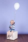 Schattig klein babymeisje — Stockfoto