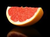 工作室拍摄季葡萄柚孤立的黑色 — 图库照片