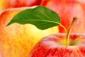 Background made from many apples with leaf — 图库照片
