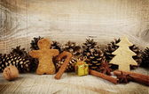 Christmas various gingerbread cookies with gift scenery wooden — Stockfoto
