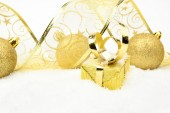 Golden christmas gifts,bauble ribbon on snow — 图库照片