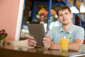 Man with a laptop in a cafe — Stock Photo