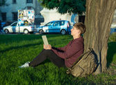 Man with a laptop in the park — Stock Photo