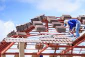 Worker install roof tile for house — Foto Stock