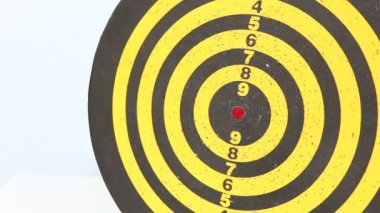 Darts arrows in the target — Stock Video