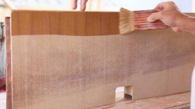 Lackiert farbe für neue möbel — Stockvideo